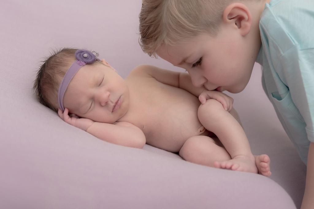 helena-molinos-bebe-hermano