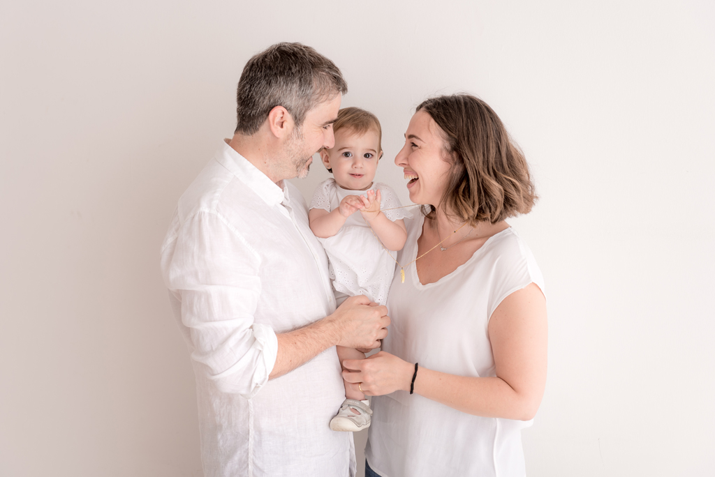 helena-molinos-bebe-madre-estudio-mataro-milk-bath-familia