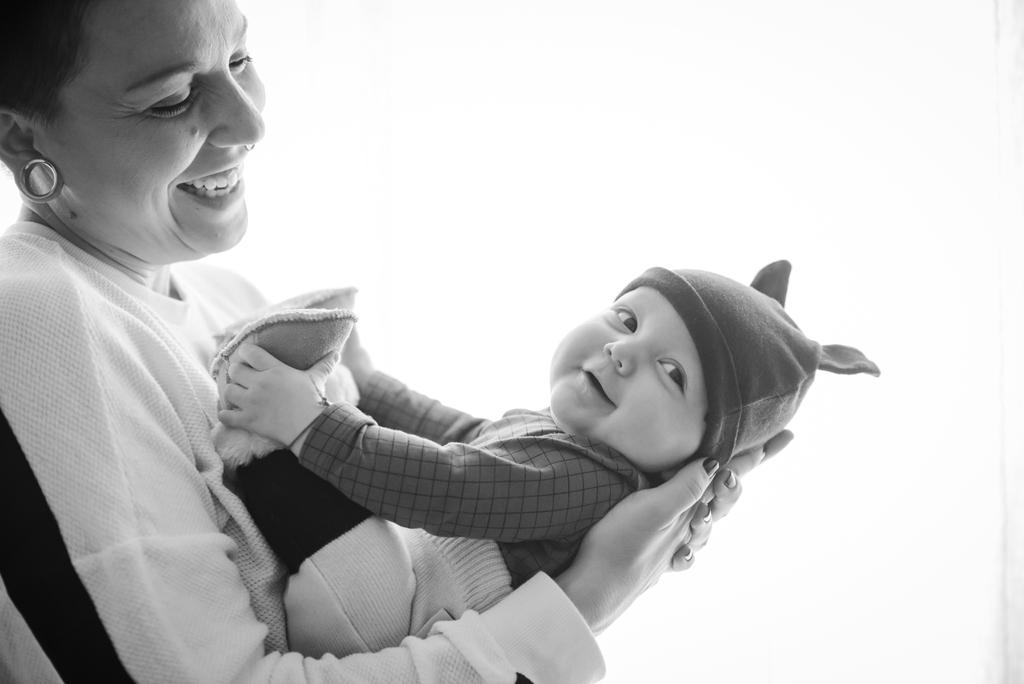 helena-molinos-bebe-madre-fotografia-estudio-mataro