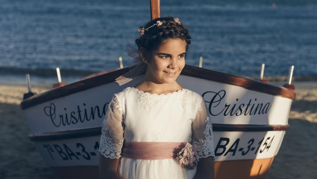 helena-molinos-comunion-exterior-barco-playa