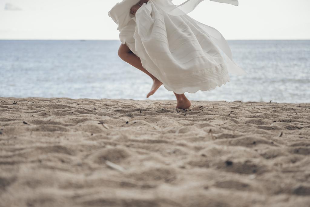 helena-molinos-comunion-fotografia-exterior-playa-pies_1