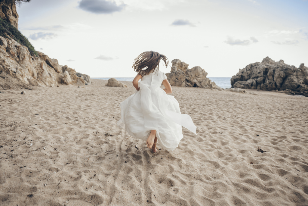 helena-molinos–comunion-playa-sesion-exterior_1