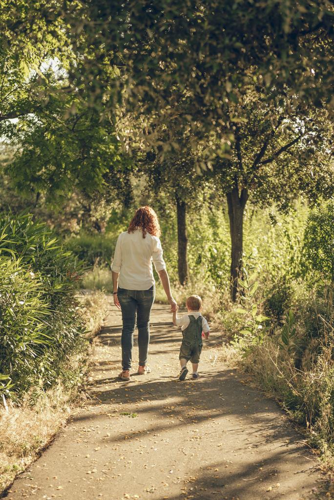 helena-molinos-dia-de-la-madre-familia-andando