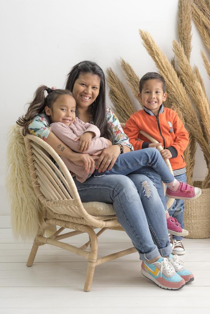 helena-molinos-dia-de-la-madre-fotografia-estudio-mataro-familia