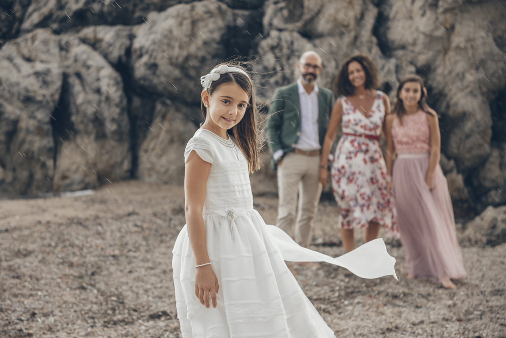 helena-molinos-fotografia-exterior-comunion-playa-familia_1