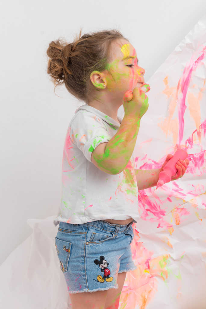 helena-molinos-fotografia-infnatil-smash-painting-tres-años
