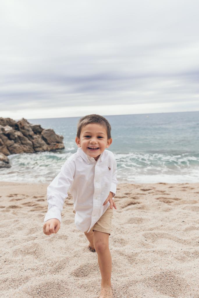 helena-molinos-fotografia-playa-exterior-niño-mataro
