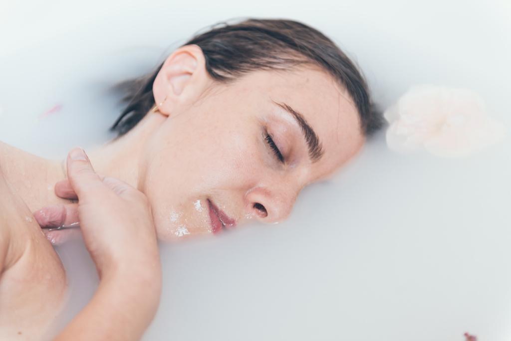 helena-molinos-madre-estudio-mataro-milk-bath