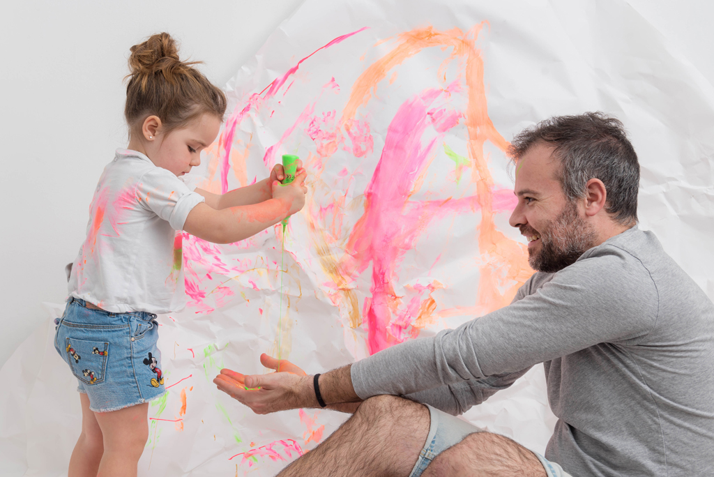 helena-molinos-padre-smash-painting