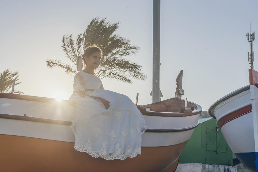 helena-molinos-sesion-comunion-barco-playa