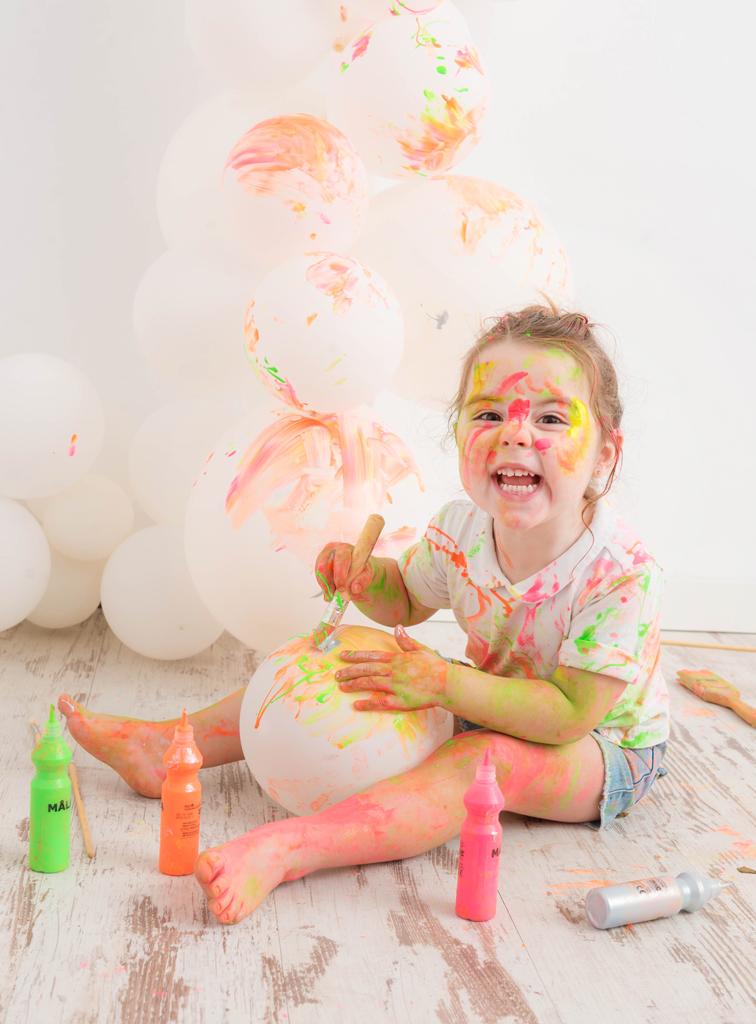 helena-molinos-smash-painting-globo