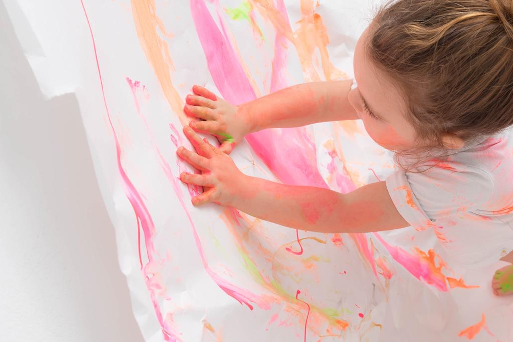 helena-molinos-smash-painting-manos