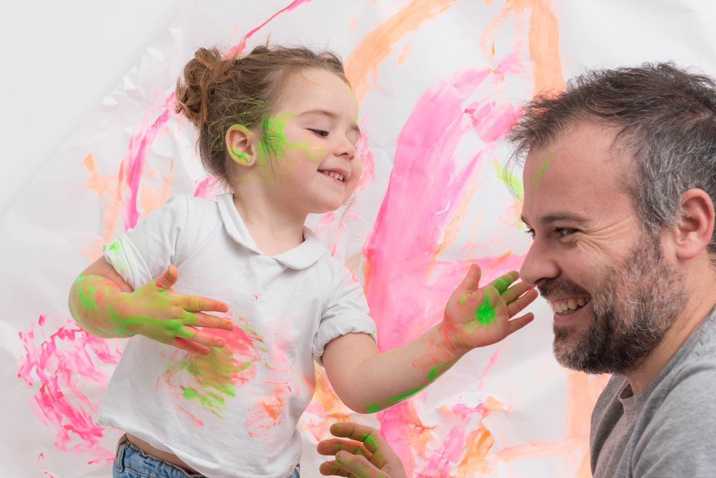 helena-molinos-smash-painting-padre