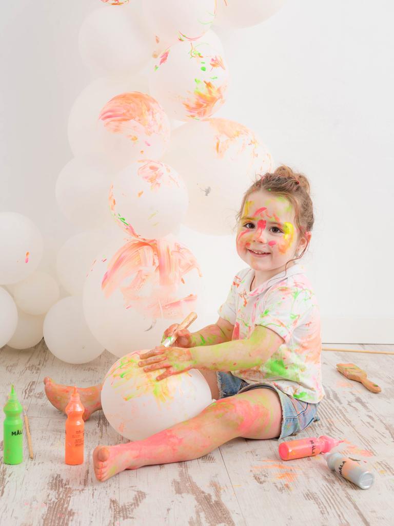 helena-molinos-smash-painting-tres-años-globo