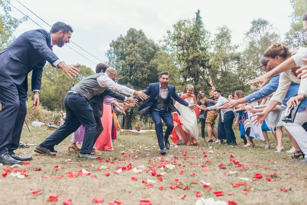 salida-ceremonia-pareja-boda